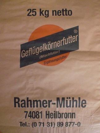 Geflügelkörnerfutter als Mischfutter in der 25 kg Packung von Rahmer Mühle.
